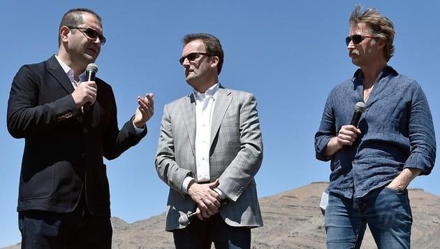 Die Hyperloop-Mitgründer Shervin Pishevar (l.) und Brogan BamBrogan (r.) sowie Firmenchef Rob Lloyd. (Bild: APA/AFP/GETTY IMAGES/David Becker)