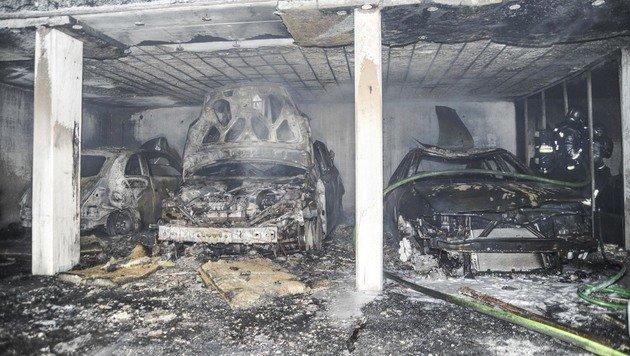 Unbekannte legten Feuer in Innsbrucker Tiefgarage (Bild: APA/WWW.ZEITUNGSFOTO.AT)