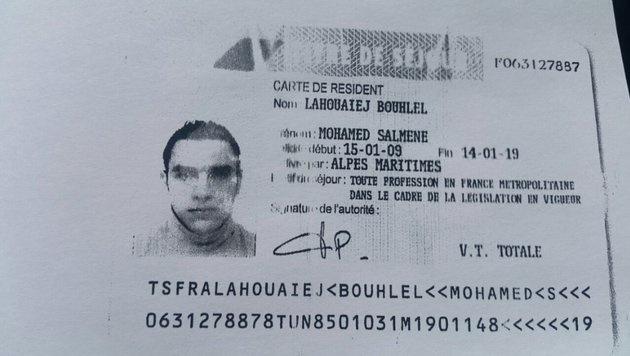 Der Ausweis des Attentäters wurde im Lkw gefunden. (Bild: APA/AFP/ANNE-CHRISTINE POUJOULAT, Twitter.com)