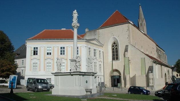 Älteste Dachziegel Österreichs auf Kirche in Krems (Bild: Wikipedia/Karl Bauer (CC BY-SA 3.0 at))