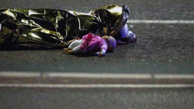 Die schlimmsten Bilder der Terrornacht von Nizza (Bild: twitter.com/dushanwegner)