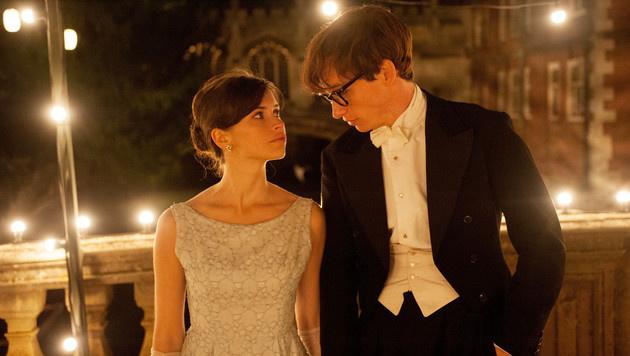"""Felicity Jones mit Eddie Redmayne in """"Die Entdeckung der Unendlichkeit"""" (Bild: Viennareport)"""