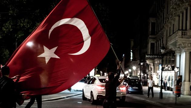 4000 Erdogan-Anhänger demonstrierten in Wien (Bild: APA/CHRISTOPHER GLANZL)