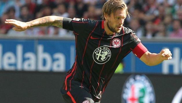 Frankfurt verlängert mit krebskrankem Marco Russ (Bild: APA/AFP/DANIEL ROLAND)