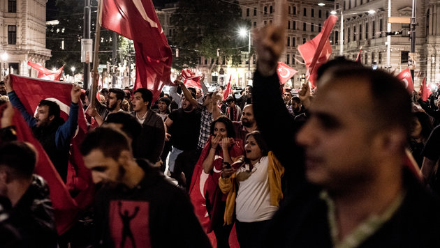 Pro-Erdogan-Demo in Wien (Bild: APA/CHRISTOPHER GLANZL)