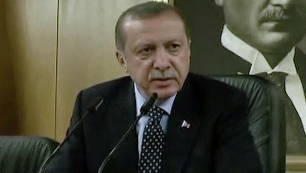Erdogan kündigte harte Strafen für die Putschisten an. (Bild: AP)