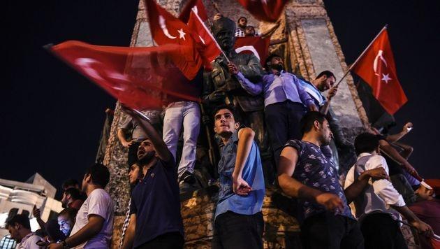 Türkei will Menschenrechtskonvention aussetzen (Bild: APA/AFP/BULENT KILIC)