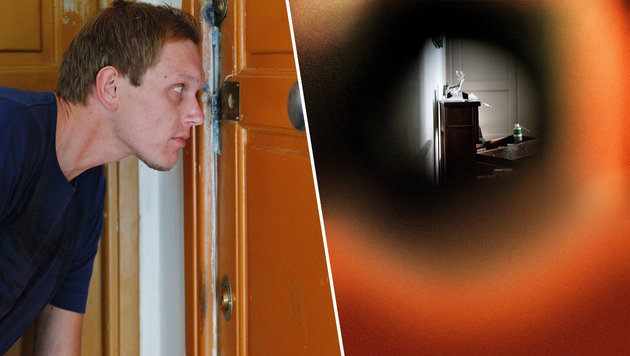"""""""Krone""""-Redakteur Christian Mayerhofer blickt durch die Wohnungstür des Attentäters. (Bild: Reinhard Holl)"""