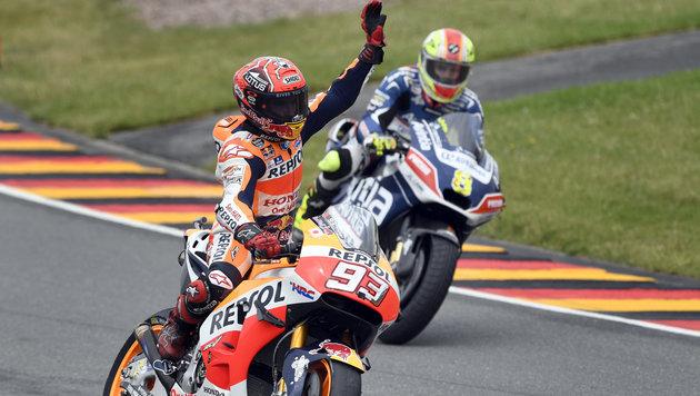 Marquez gewinnt - Rossi und Lorenzo abgeschlagen (Bild: AP)