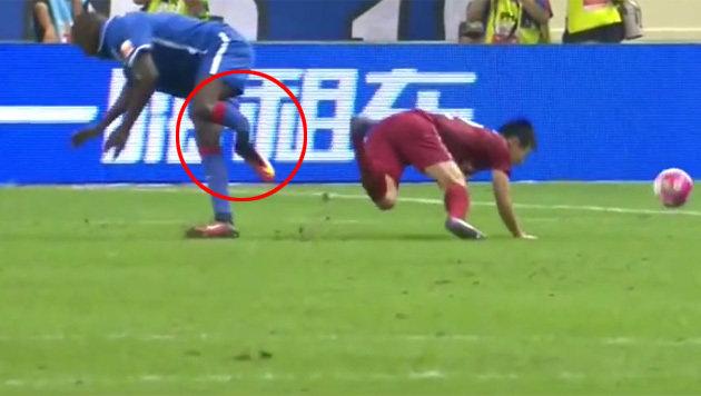 Nach Horror-Unfall: Demba Ba will im März spielen (Bild: YouTube.com)