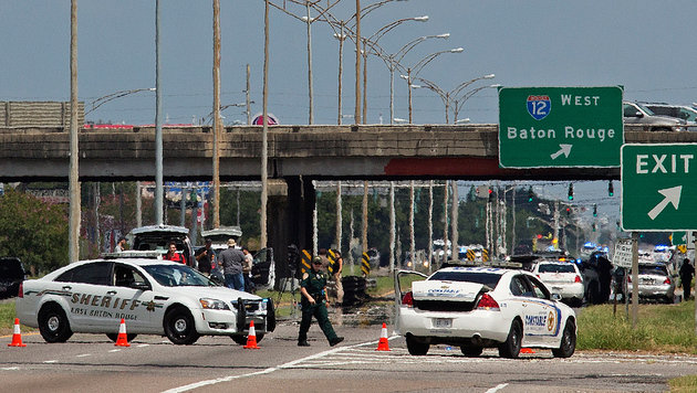 Abgeriegelte Ausfahrten auf dem Highway Richtung Baton Rouge nach den Sch�ssen auf Polizisten (Bild: ASSOCIATED PRESS)