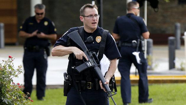 Die Polizei sucht weitere Verd�chtige, die an der Schie�erei in Baton Rouge beteiligt waren. (Bild: ASSOCIATED PRESS)