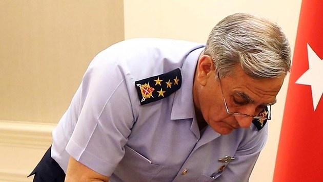 Ex-Luftwaffenchef Akin Öztürk (Bild: AFP)