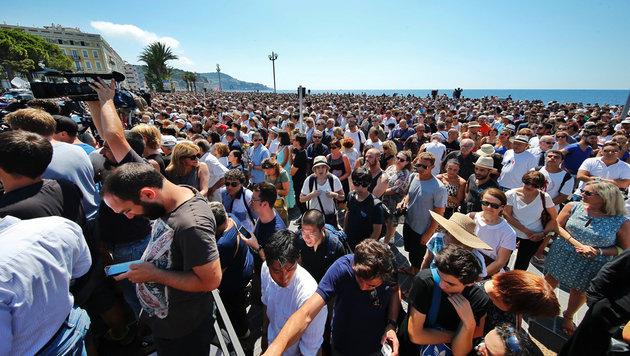 Zehntausende kamen an die Promenade des Anglais, um der Opfer zu gedenken. (Bild: Reinhard Holl)