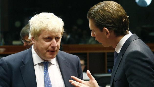 Johnson mit Österreichs Außenminister Sebastian Kurz (Bild: APA/DRAGAN TATIC)