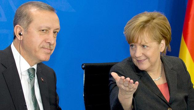 Merkel droht Erdogan (Bild: APA/dpa/Tim Brakemeier)