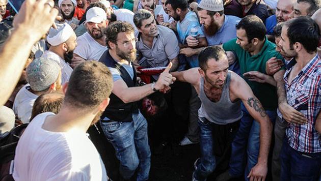 """Erdogan: """"Volk will rasches Ende der Putschisten"""" (Bild: Yasin Akgul/AFP)"""