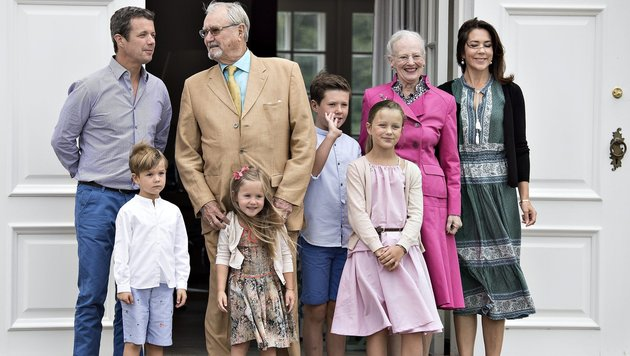 Die dänische Königsfamilie beim Fototermin auf Schloss Gravenstein. (Bild: EPA)