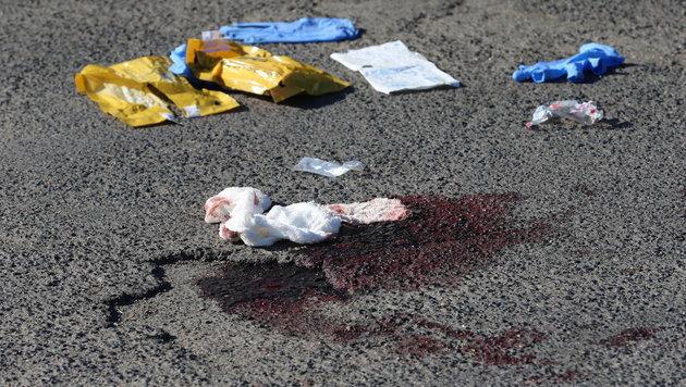 Blutige Spuren zeugen von den brutalen Attacken des Axt-Attentäters (17). (Bild: APA/dpa/Karl-Josef Hildenbrand)