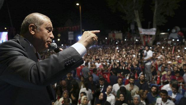 """""""Säuberungen"""", Festnahmen - und bald die Todesstrafe? Präsident Erdogan greift hart durch. (Bild: ASSOCIATED PRESS)"""