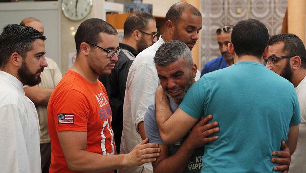 Angehörige der Opfer von Nizza weinen vor Verzweiflung. (Bild: AP)