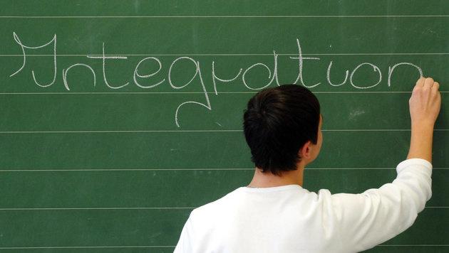 Regierung uneinig: Integrationspaket liegt auf Eis (Bild: dpa/Armin Weigel)