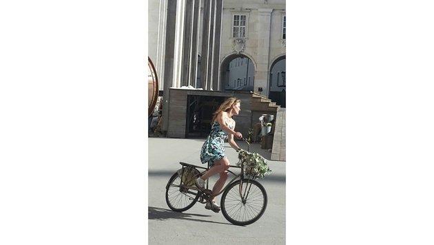 Miriam Fussenegger legt eine Extrarunde auf dem Rad ein. (Bild: Markus Tschepp)