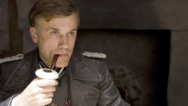 "Christoph Waltz als Nazi-Oberst Hans Landa in einer Szene des Films ""Inglourious Basterds"" (Bild: Francois Duhamel/Universal Studios)"