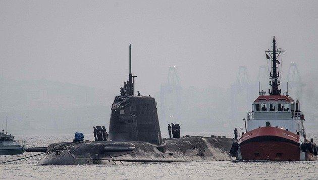 """An der Außenhülle des U-Boots """"HMS Ambush"""" sind Schäden zu erkennen. (Bild: APA/AFP/afp/DM PARODY)"""