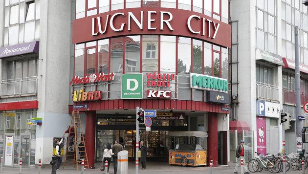 Rund um die Wiener Lugner City gilt Parkpickerl-Pflicht. (Bild: Klemens Groh)
