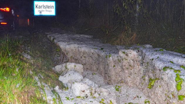 "Enormes Hagelunwetter zog ""Spur der Verwüstung"" (Bild: APA/BFK WAIDHOFEN A. D. THAYA/STEFAN MAYER)"