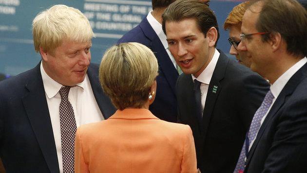 Kurz im Gespräch mit seinen Amtskollegen, unter anderem dem Briten Boris Johnson (li.) (Bild: AUSSENMINISTERIUM/DRAGAN TATIC)