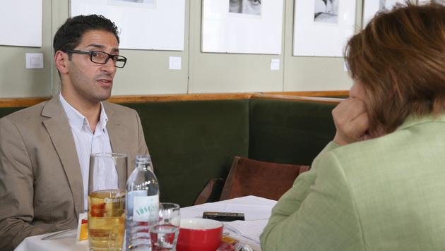 Efgani Dönmez im Interview mit Conny Bischofberger (Bild: Zwefo)