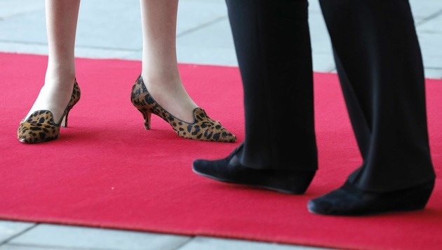 Besonders gerne trägt Theresa May Schuhe mit Leopardenmuster. (Bild: The Associated Press)