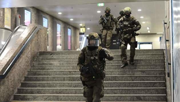 Zehn Tote: Das war der blutige Amoklauf in München (Bild: APA/AFP/dpa/ANDREAS GEBERT)