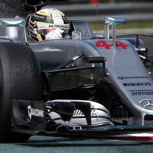 Crash von Hamilton verhilft Rosberg zur Bestzeit! (Bild: The Associated Press)