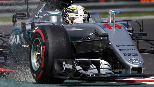 Crash von Hamilton verhilft Rosberg zur Bestzeit! (Bild: The Associated Press)