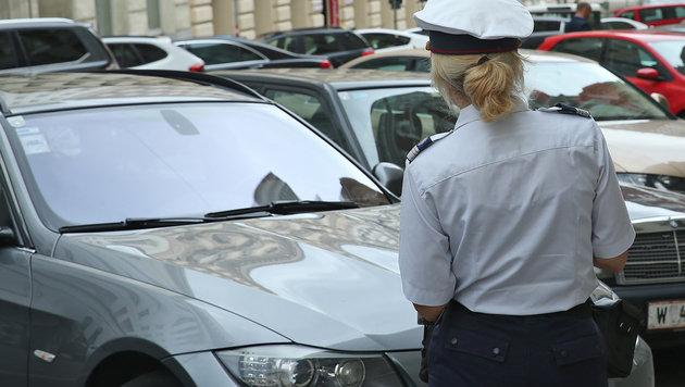 Parkraumüberwacherin fand Tasche mit fast 7000 € (Bild: Peter Tomschi (Symbolbild))