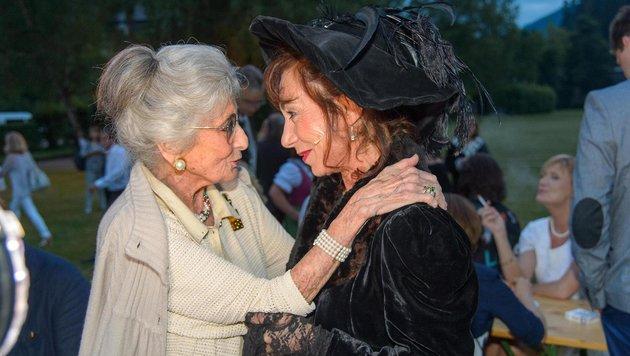 Erste Gratulantin: Lotte Tobisch bei Andrea Eckert (Bild: ViennaPress / Andreas TISCHLER)