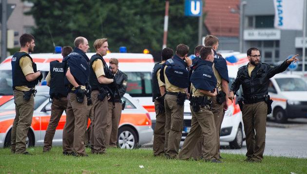 Einsatzkräfte vor Ort (Bild: AP)