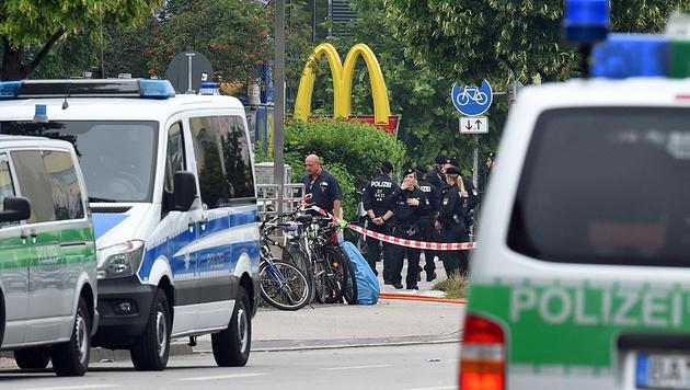 Amokschütze und Mitwisser trafen sich am Tatort (Bild: APA/AFP/CHRISTOF STACHE)