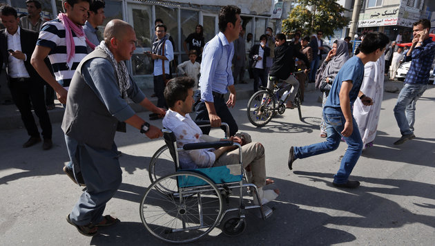 Dutzende Tote bei friedlicher Demo in Kabul (Bild: Associated Press)