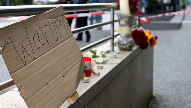 Trauer um die Opfer des Amoklaufs (Bild: APA/AFP/CHRISTOF STACHE)