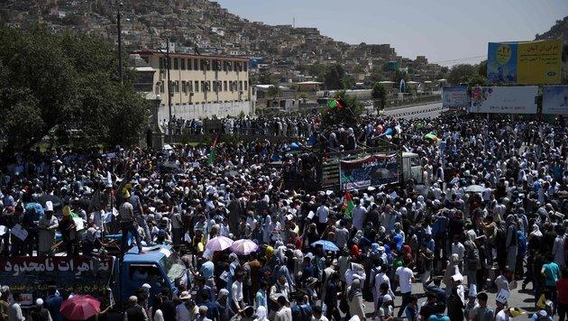 Dutzende Tote bei friedlicher Demo in Kabul (Bild: APA/AFP/Wakil Kohsar)