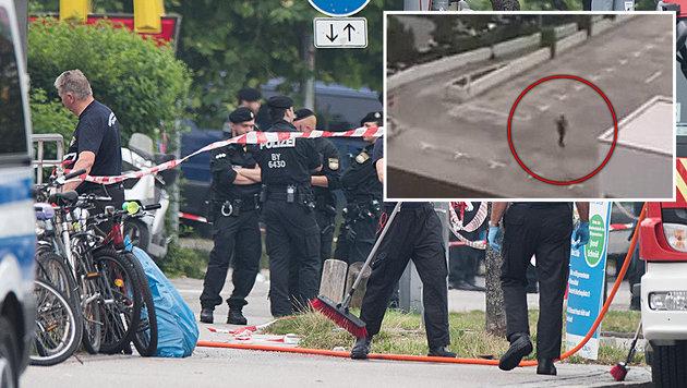 Nach dem Blutbad wurde der Amokläufer auf dem Parkdeck des Einkaufszentrums gefilmt (kleines Bild). (Bild: AP, twitter.com)