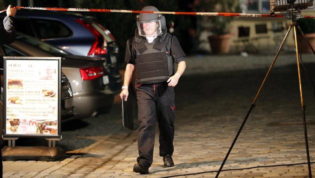 Ein Mitglied des Sondereinsatzkommandos (Bild: AP)