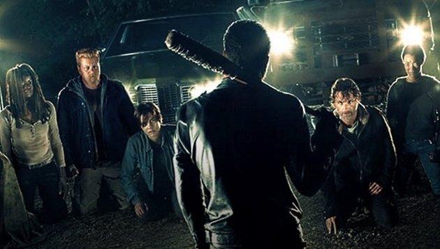 Bald wird der Cliffhanger der letzten Folge aufgelöst: Wen bringt Negan um? (Bild: AMC)
