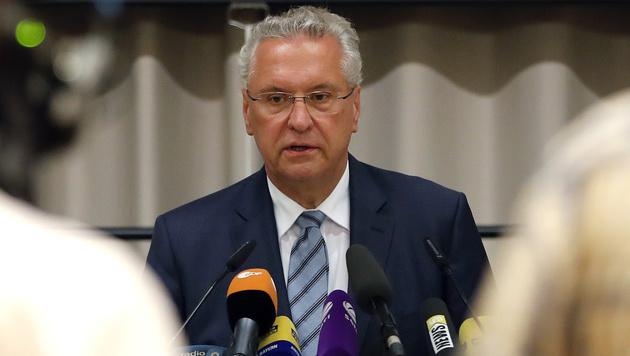 Bayerns Innenminister Joachim Herrmann (Bild: AP)