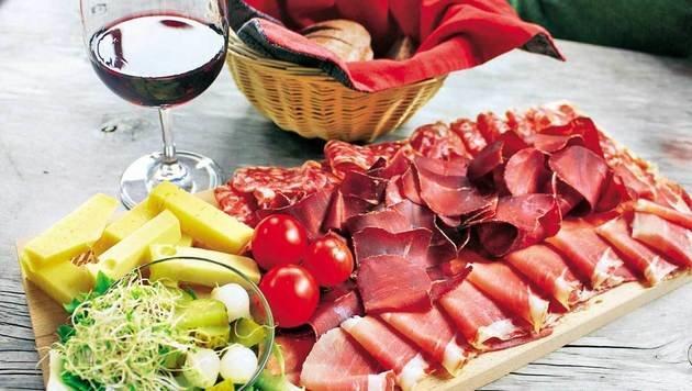 Käse, Hirschsalami und Bündnerfleisch stammen aus der Region. (Bild: Karin Podolak, Kronen Zeitung)