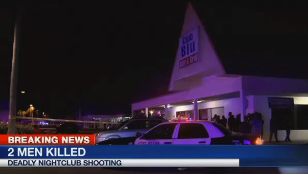 """Auf dem Parkplatz des """"Club Blu"""" fielen die tödlichen Schüsse. (Bild: Associated Press/WBBH)"""